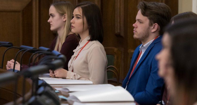 10.B klases skolniece Viktorija RATKEVIČA piedalās 8. Jauniešu Saeimā