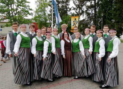 ATV dejotāji ar raitu dejas soli ieskandināja Alūksni
