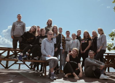 ATV skolnieces piedalās neformālajās apmācībās uzņēmējdarbībā