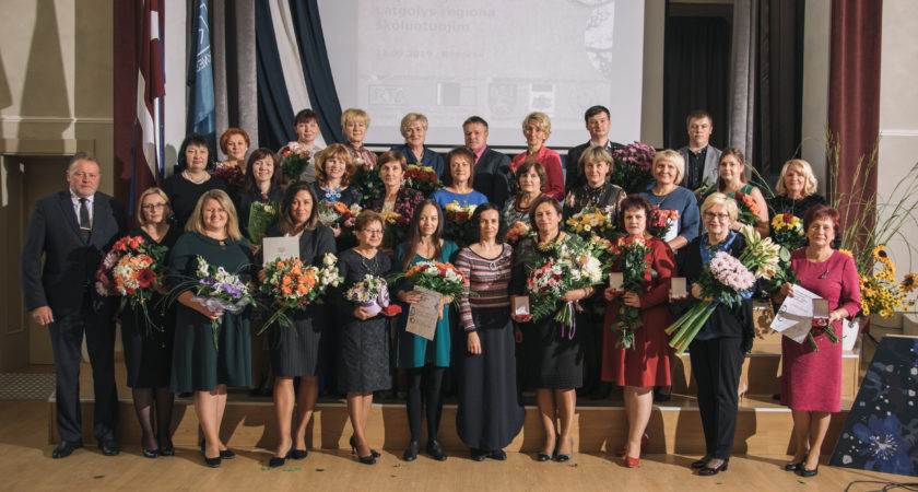 ATV skolotāja Maruta Krustāne saņem Nikodema Rancāna vārdā nosaukto balvu